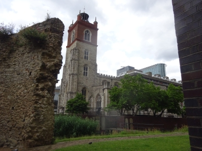St Giles and the Roman London wall in July 2021